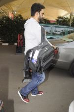 Abhishek Bachchan snpped at airport on 13th Nov 2016 (11)_582aacd050ac6.JPG
