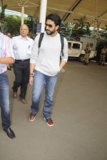 Abhishek Bachchan snpped at airport on 13th Nov 2016 (12)_582aacd17e478.JPG
