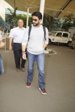 Abhishek Bachchan snpped at airport on 13th Nov 2016 (6)_582aaccf2e920.JPG
