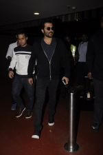 Anil Kapoor snapped at airport on 14th Nov 2016 (66)_582ab44d8e5c4.JPG