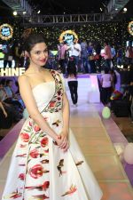 Divya Khosla Kumar walk on ramp at Shine Young 2016 -A talent platform for kids (13)_582aa76eb7836.jpg