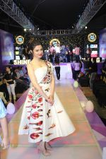 Divya Khosla Kumar walk on ramp at Shine Young 2016 -A talent platform for kids (14)_582aa6e122965.jpg