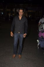 Madhur Bhandarkar snpped at airport on 13th Nov 2016 (17)_582aad10e3402.JPG