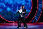 Manish Paul, Karan Johar on the sets of Jhalak Dikhhla Jaa on 14th Nov 2016(24)_582ab5539c433.JPG