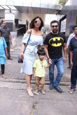 Shilpa Shetty, Raj Kundra snapped in Mumbai on 13th Nov 2016 (1)_582aae211107f.JPG