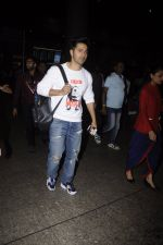 Varun Dhawan snpped at airport on 13th Nov 2016 (48)_582aad2503389.JPG