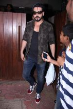 Zayed Khan snapped in Bandra on 14th Nov 2016 (37)_582ab4e77d7ae.JPG