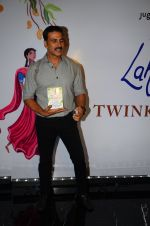 Akshay Kumar at Twinkle Khanna_s book launch in J W Marriott, Mumbai on 15th Nov 2016 (53)_582c0f5339e4d.JPG