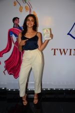 Alia Bhatt at Twinkle Khanna_s book launch in J W Marriott, Mumbai on 15th Nov 2016 (68)_582c0f71bf177.JPG