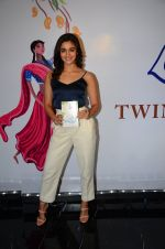 Alia Bhatt at Twinkle Khanna_s book launch in J W Marriott, Mumbai on 15th Nov 2016 (72)_582c0f73ac65b.JPG
