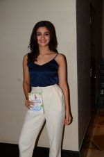 Alia Bhatt at Twinkle Khanna_s book launch in J W Marriott, Mumbai on 15th Nov 2016 (64)_582c0f6ee3acf.JPG