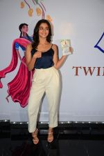 Alia Bhatt at Twinkle Khanna_s book launch in J W Marriott, Mumbai on 15th Nov 2016 (69)_582c0f7265496.JPG