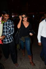 Chitrangada Singh snapped at airport on 15th Nov 2016 (33)_582bfe5a48334.JPG