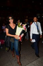 Chitrangada Singh snapped at airport on 15th Nov 2016 (40)_582bfe5e5f1d4.JPG
