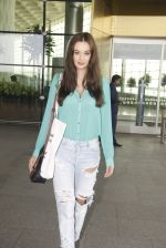 Evelyn Sharma snapped at airport on 15th Nov 2016 (17)_582bfe696eacc.JPG