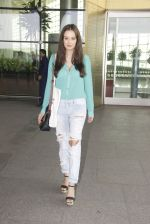 Evelyn Sharma snapped at airport on 15th Nov 2016 (14)_582bfe67a9069.JPG