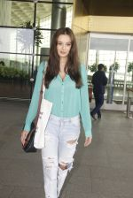 Evelyn Sharma snapped at airport on 15th Nov 2016 (18)_582bfe6a0d739.JPG