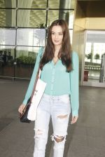 Evelyn Sharma snapped at airport on 15th Nov 2016 (20)_582bfe6b35115.JPG