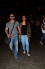 Karan Patel snapped at airport on 15th Nov 2016 (24)_582bfe7aabb86.JPG