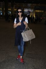 Ameesha Patel snapped at airport on 16th Nov 2016 (9)_582d5eb0cad4c.JPG