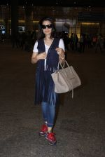 Ameesha Patel snapped at airport on 16th Nov 2016 (15)_582d5eb44a4e2.JPG