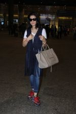Ameesha Patel snapped at airport on 16th Nov 2016 (16)_582d5eb4dacf6.JPG