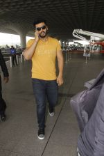 Arjun Kapoor snapped at airport on 16th Nov 2016 (10)_582d5c1a9bb03.JPG