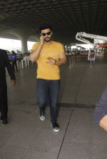 Arjun Kapoor snapped at airport on 16th Nov 2016 (9)_582d5c19ab91c.JPG