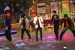 Daler Mehndi and Mika on The Kapil Sharma Show on 16th Nov 2016 (5)_582d51fe63d2f.JPG