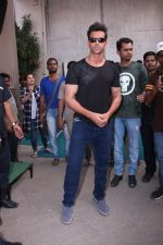 Hrithik Roshan snapped at Mehboob on 16th Nov 2016 (8)_582d55e7da7d7.JPG