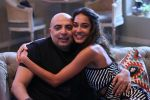 Lisa Haydon and Tarun Tahiliani on the sets of COLORS Infinity_s Vogue BFFs_582d4d4c54d6b.JPG