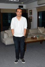 Nitesh Tiwari at Dangal interview in Mumbai on 16th Nov 2016 (21)_582d5ca658f12.JPG