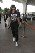 Parineeti Chopra snapped at airport on 16th Nov 2016 (22)_582d5c350ba0a.JPG