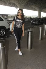Parineeti Chopra snapped at airport on 16th Nov 2016 (23)_582d5c35c9c50.JPG