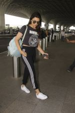 Parineeti Chopra snapped at airport on 16th Nov 2016 (24)_582d5c369e3f2.JPG
