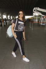 Parineeti Chopra snapped at airport on 16th Nov 2016 (26)_582d5c383b395.JPG