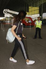 Parineeti Chopra snapped at airport on 16th Nov 2016 (28)_582d5c39e8f5f.JPG