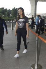 Parineeti Chopra snapped at airport on 16th Nov 2016 (30)_582d5c3ba8a98.JPG