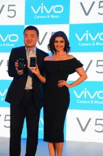 Prachi Desai endorses Vivo phone in Mumbai on 16th Nov 2016 (45)_582d5eff39b78.JPG