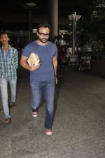Saif Ali Khan snapped at airport on 16th Nov 2016 (35)_582d5c4bbccdd.JPG