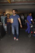 Saif Ali Khan snapped at airport on 16th Nov 2016 (36)_582d5c4c6d86e.JPG