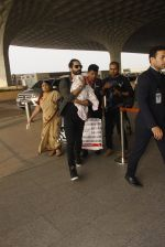 Shahid Kapoor snapped at airport on 16th Nov 2016 (49)_582d5c5f07af7.JPG