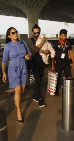 Shahid Kapoor snapped at airport on 16th Nov 2016 (54)_582d5c62d5143.JPG