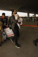 Shahid Kapoor snapped at airport on 16th Nov 2016 (60)_582d5c674de66.JPG