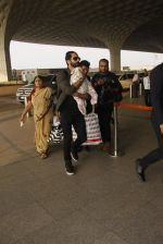 Shahid Kapoor snapped at airport on 16th Nov 2016 (61)_582d5c68171cd.JPG