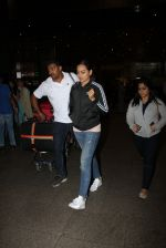 Sonakshi Sinha snapped at airport on 16th Nov 2016 (19)_582d5ecf752e4.JPG