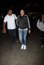 Sonakshi Sinha snapped at airport on 16th Nov 2016 (22)_582d5ed13a330.JPG
