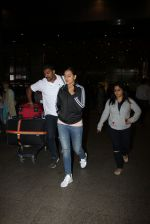 Sonakshi Sinha snapped at airport on 16th Nov 2016 (18)_582d5ececa440.JPG