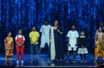 Vidya Balan on the sets of Super Dancer on 16th Nov 2016 (6)_582d54e3c9ef5.JPG