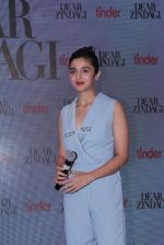 Alia Bhatt at Tinder bash on 17th Nov 2016 (12)_582ea58ec64e4.JPG